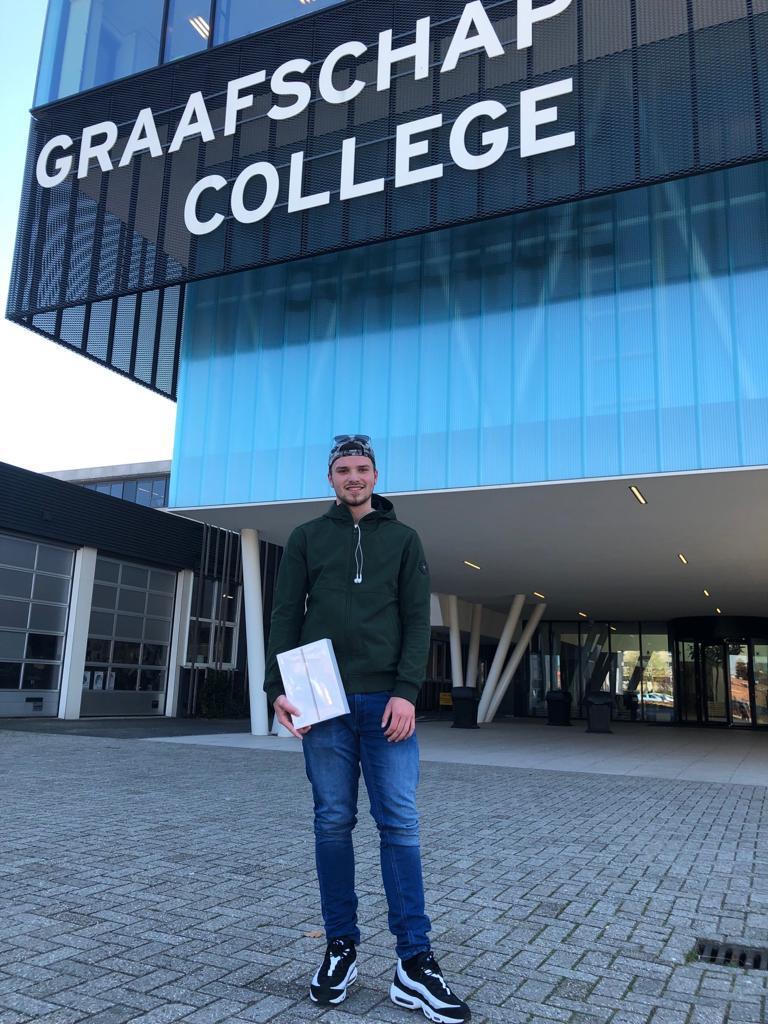 Winnaars ontvangen iPad - Jesse van Noordburg